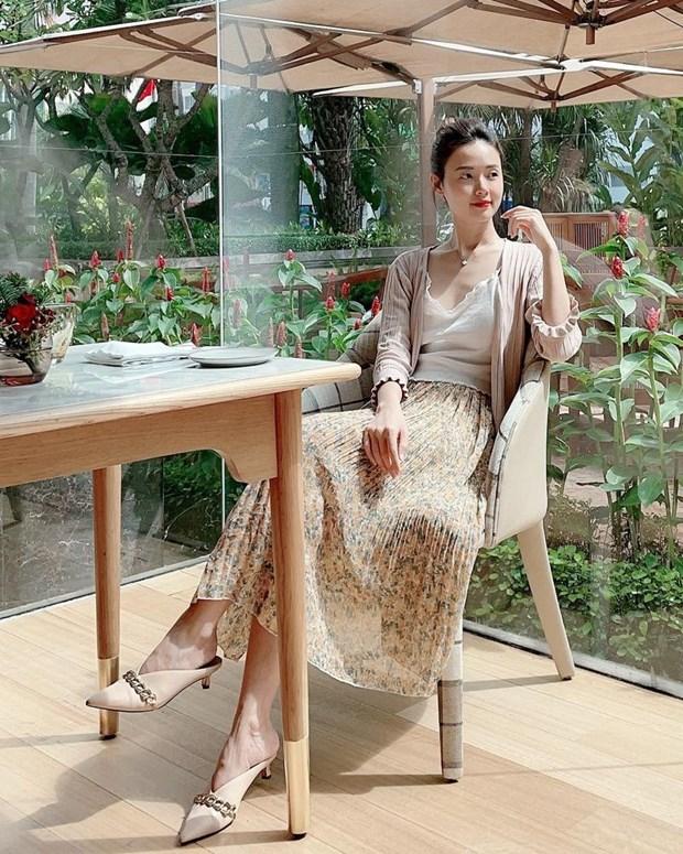 Phong cach banh beo phu song street style cua dan sao Viet hinh anh 4