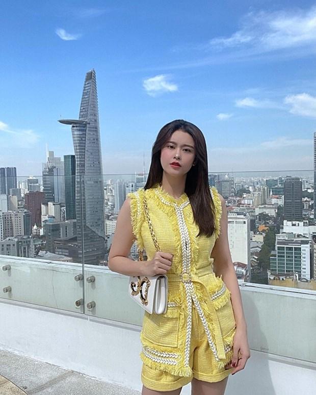 Phong cach banh beo phu song street style cua dan sao Viet hinh anh 9