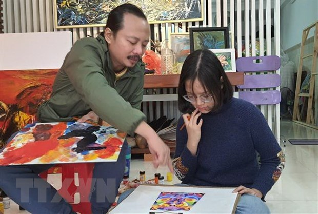 Hoa sy Ngo Thanh Hung: Khi ve trau toi nhu hoa than la chinh no hinh anh 3