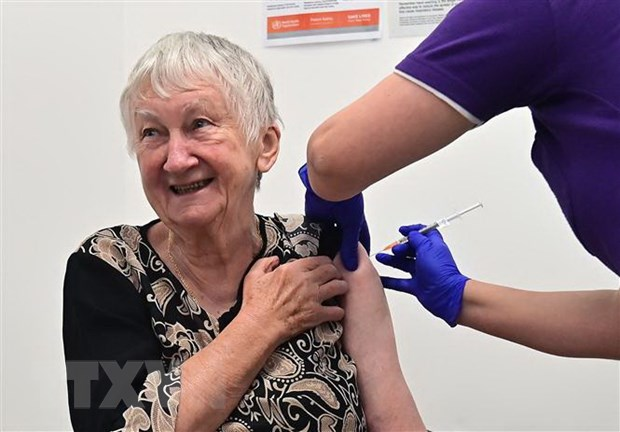 Australia: Hai nguoi bi tiem vacxin ngua COVID-19 qua lieu hinh anh 1