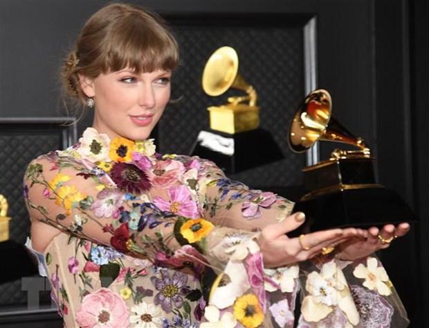 Su len ngoi cua phai dep tai le trao giai Grammy 2021 hinh anh 1