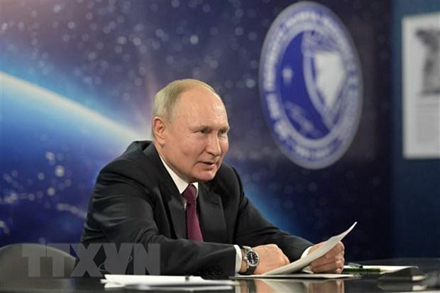 Tong thong Nga Putin tiem mui hai vaccine ngua COVID-19 hinh anh 1