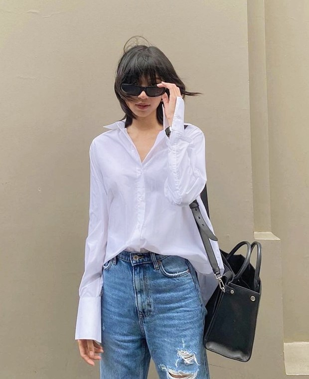 Combo somi, quan jeans phu song thoi trang duong pho cua dan sao Viet hinh anh 2