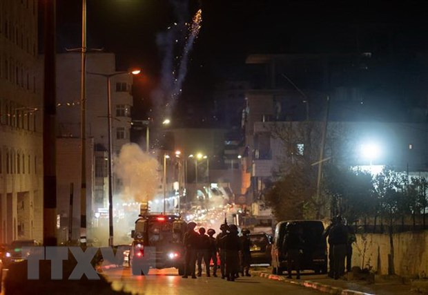 Cảnh sát Israel xung đột với người Palestine tại Bờ Tây. Ảnh: THX/TTXVN