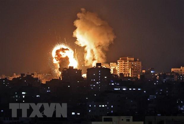 Be du tru dau mo cua Israel o cang Ashdod bi trung rocket hinh anh 1