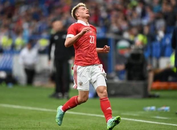 EURO 2020: Hau ve Mostovoy roi khoi tuyen Nga do dinh COVID-19 hinh anh 1