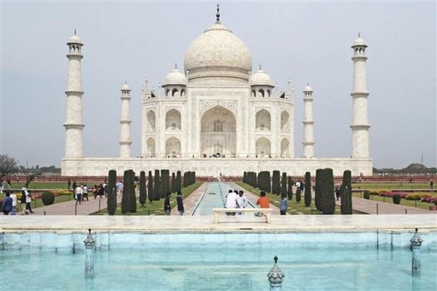 Dich COVID-19: An Do mo cua tro lai ngoi den Taj Mahal hinh anh 1