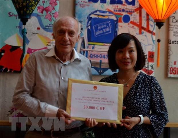 Nguoi Viet va doanh nghiep tai Thuy Si dong gop cho Quy vaccine hinh anh 1