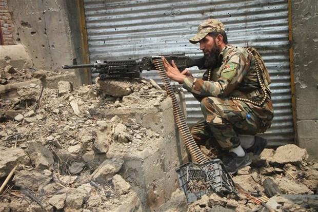 Lực lượng an ninh Afghanistan tham gia chiến dịch truy quét các tay súng Taliban tại Alishing, tỉnh Laghman. Ảnh: THX/TTXVN