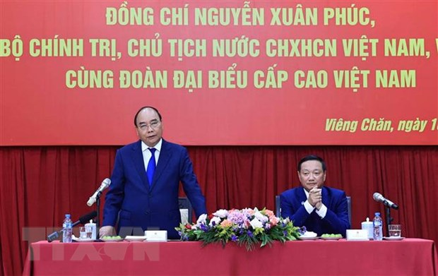 Chu tich nuoc gap dai dien cong dong va doanh nghiep Viet Nam tai Lao hinh anh 1