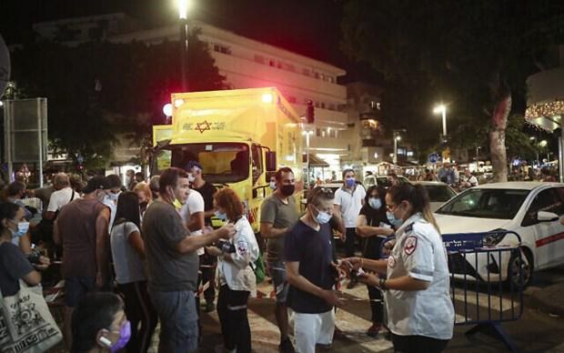 Israel to chuc tiem vaccine suot dem ngay tren pho tai Tel Aviv hinh anh 1
