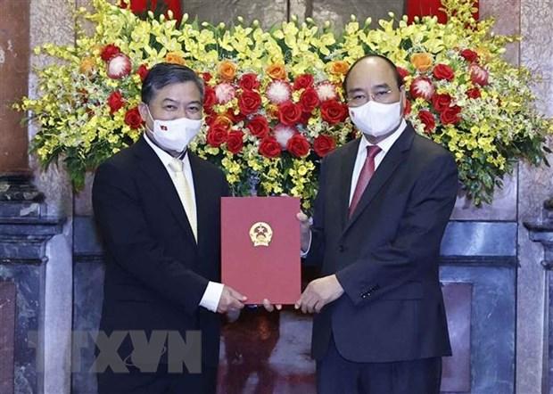 Chu tich nuoc trao Quyet dinh bo nhiem Dai su Viet Nam tai Campuchia hinh anh 1