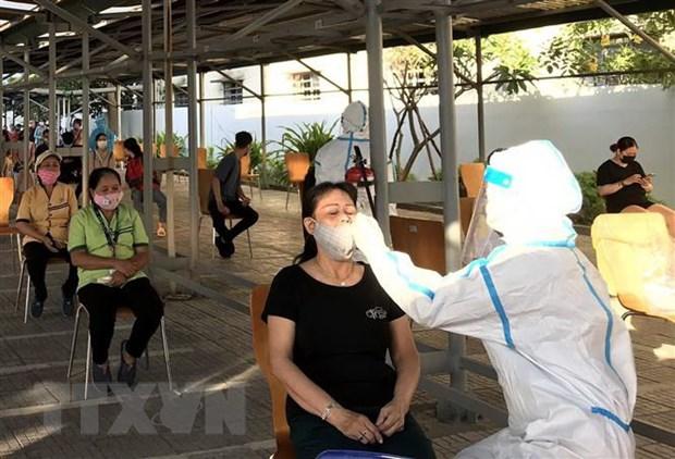 Quang Ngai, Quang Tri day nhanh xet nghiem COVID-19 cho dan hinh anh 1