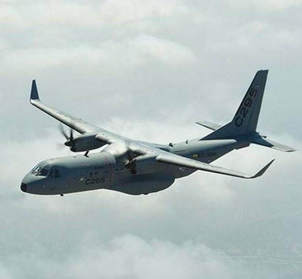 Bo Quoc phong An Do mua 56 may bay van tai C-295 cua Airbus hinh anh 1