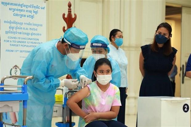 Campuchia da tiem it nhat mot lieu vaccine COVID-19 cho 82% dan so hinh anh 1