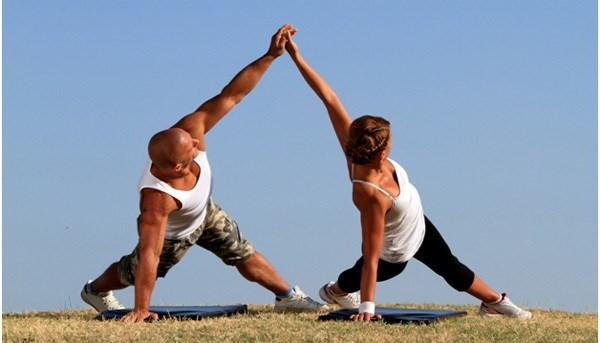 Nhung bai tap yoga giup nhanh chong cai thien tinh cam vo chong hinh anh 2