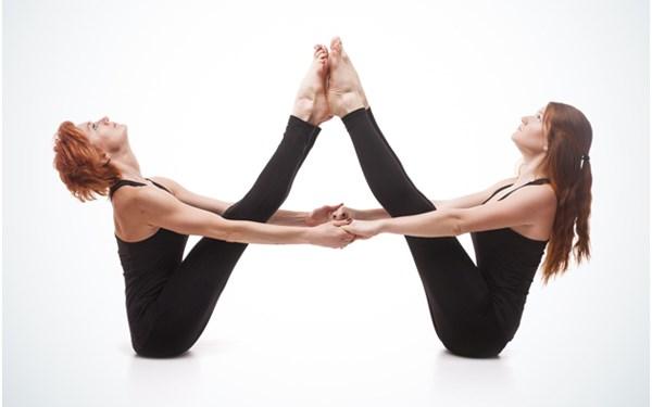 Nhung bai tap yoga giup nhanh chong cai thien tinh cam vo chong hinh anh 3