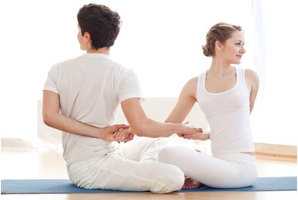Nhung bai tap yoga giup nhanh chong cai thien tinh cam vo chong hinh anh 6