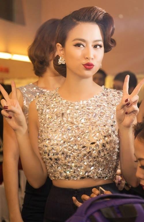 Toc bui khuay dao ca showbiz Viet lan san dien the gioi hinh anh 13
