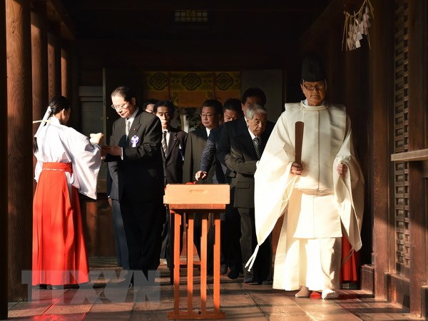 Bo truong Nhat Ban dan dau doan 71 nghi sy toi vieng den Yasukuni hinh anh 1