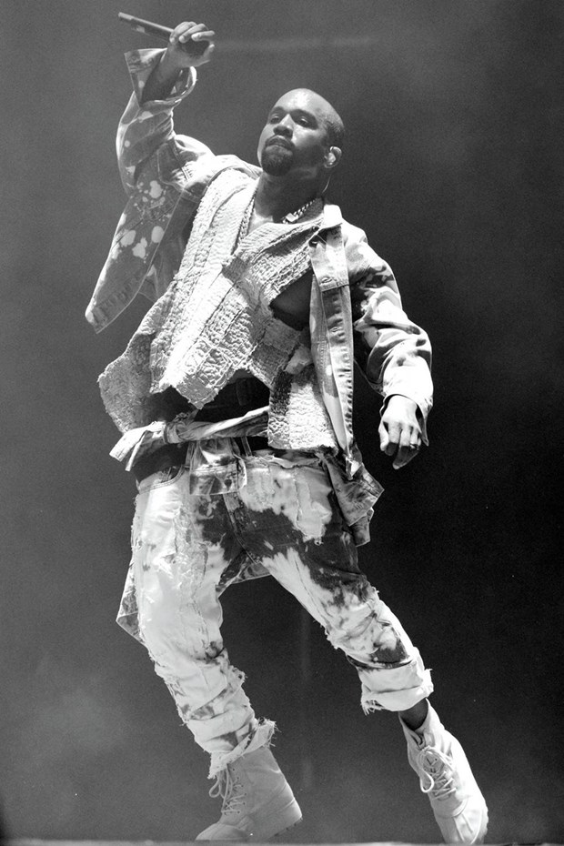 Di tim ly do Kanye West