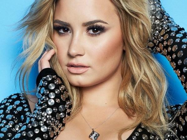 Demi Lovato mang Taylor Swift truc loi khi