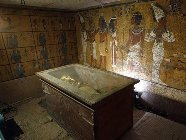 Dao gam trong ham mo vua Tutankhamun duoc lam tu thien thach hinh anh 1