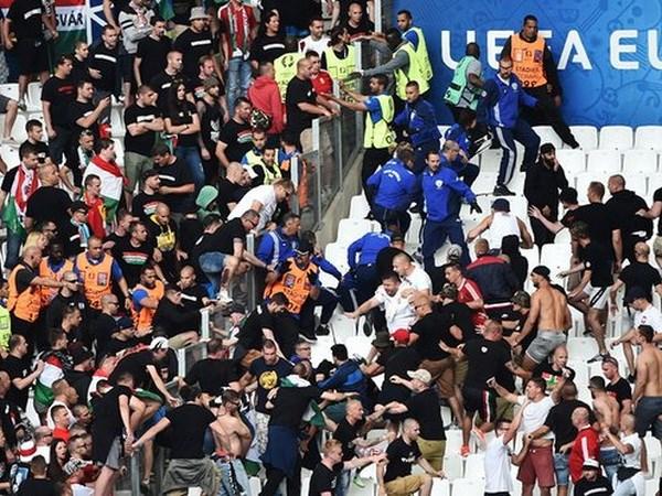 Au da tiep tuc xay ra trong tran dau giua Iceland va Hungary hinh anh 1