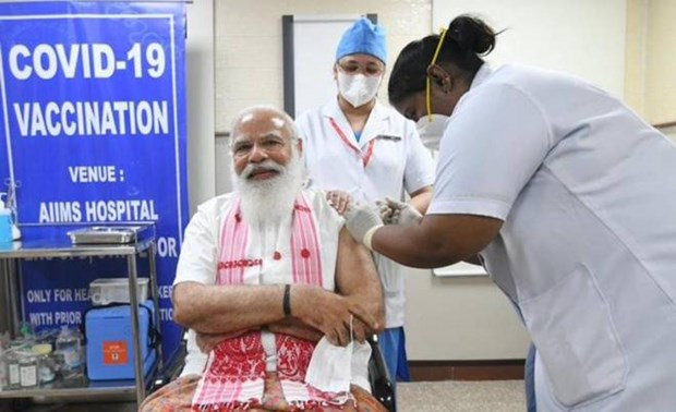 An Do: Thu tuong Narendra Modi tiem vacxin phong dich COVID-19 hinh anh 1