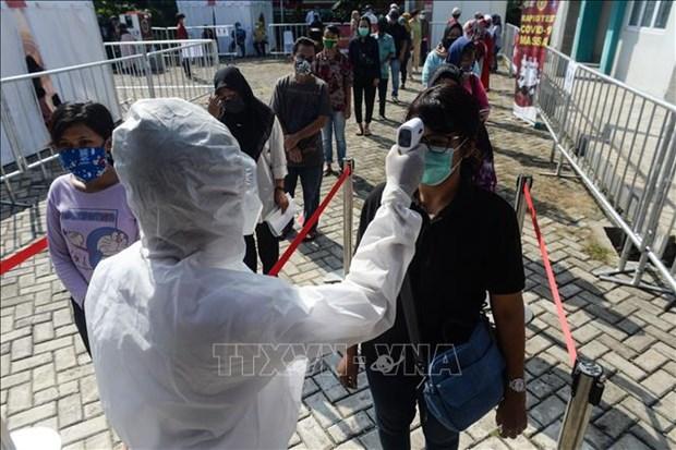 Dich COVID-19: Indonesia day manh chuong trinh tiem chung hinh anh 1