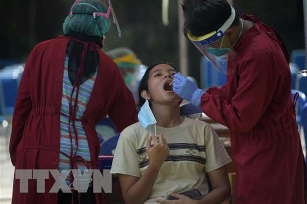 Indonesia xem xet phong toa toan bo tru so cac bo do COVID-19 hinh anh 1