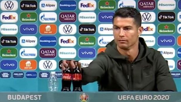 EURO 2020: UEFA khuyen cao cac cau thu khong nen bat chuoc Ronaldo hinh anh 1