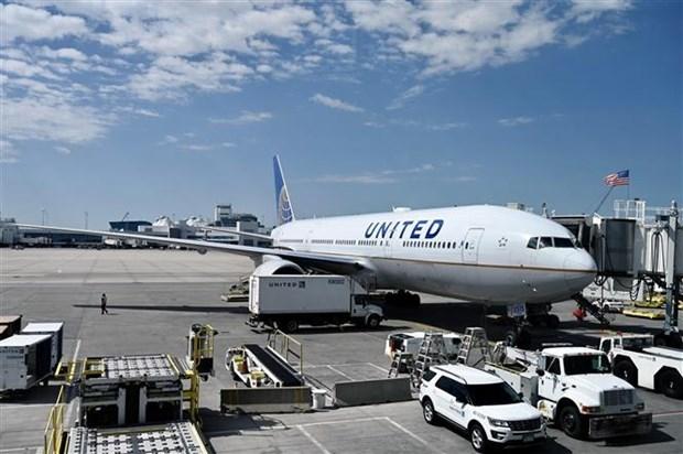United Airlines bi kien do tu choi de nghi mien tiem vaccine hinh anh 1