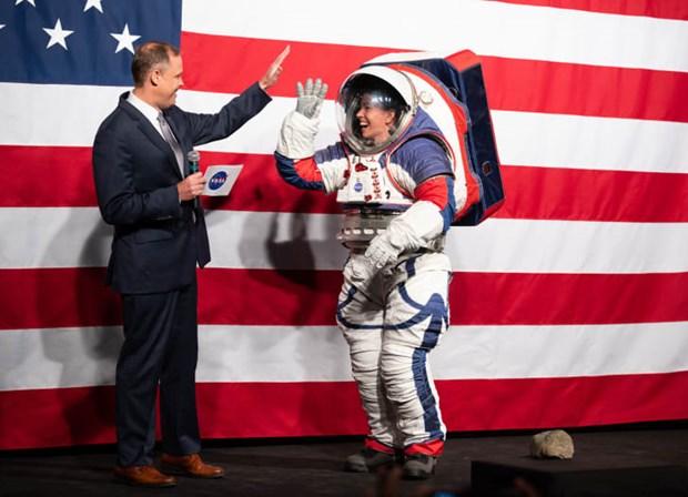 NASA ra mat bo do phi hanh gia gia 300 trieu USD de kham pha Mat Trang hinh anh 1