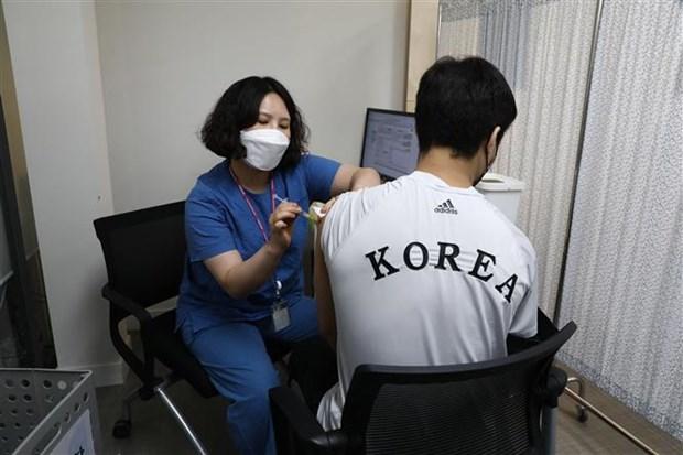 Han Quoc huy dong tau hai quan phuc vu tiem vaccine ngua COVID-19 hinh anh 1