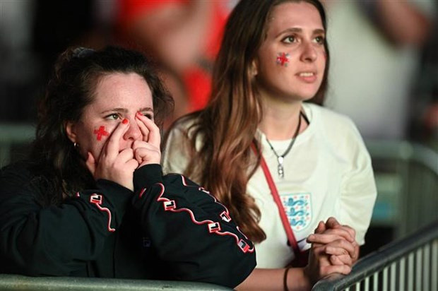 Cam xuc lan lon cua nguoi Anh tren thanh dia Wembley hinh anh 1
