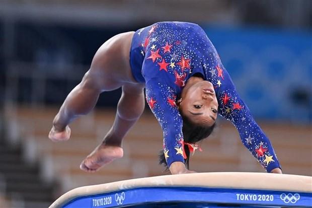 Simone Biles tro lai tranh tai o noi dung cau thang bang Olympic hinh anh 1