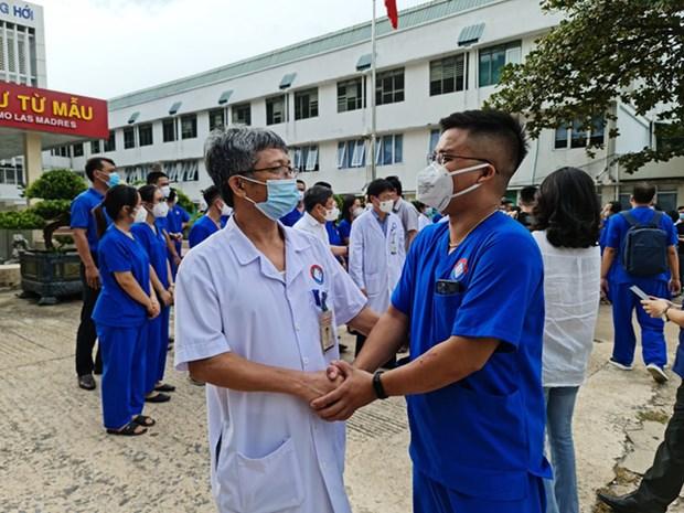 Quang Binh cu 50 thay thuoc vao ho tro TP. HCM chong dich hinh anh 1