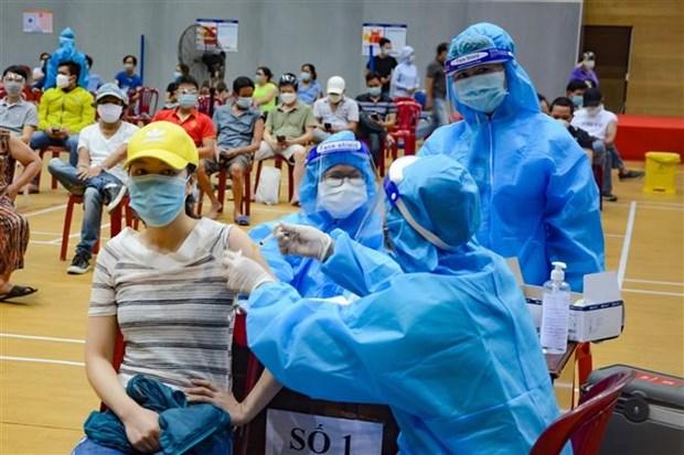 Da Nang: Them diem tiem vaccine de tranh tap trung dong nguoi hinh anh 1