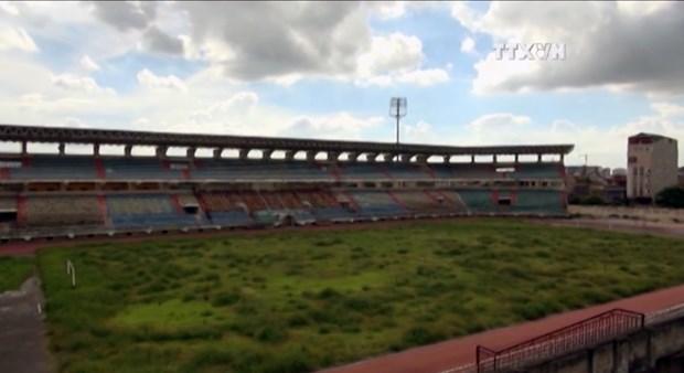 [Video] Xot xa khi chung kien mat san van dong Ninh Binh hinh anh 1
