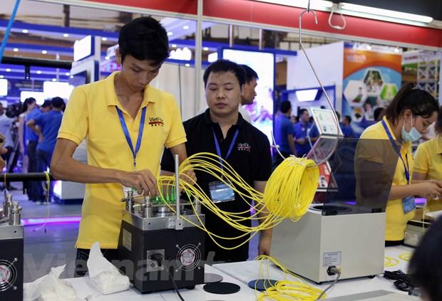Nhieu cong nghe hien dai duoc gioi thieu trong VIETNAM ICT COMM 2016 hinh anh 11
