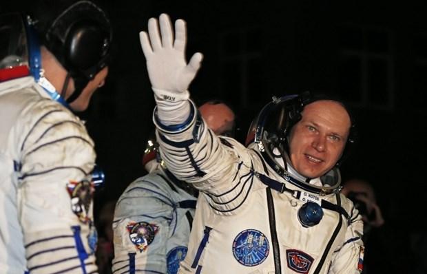 Doi bay Nga-My tren tram vu tru ISS tro ve Trai Dat an toan hinh anh 1