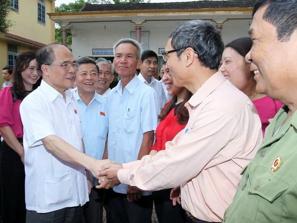 Chu tich Quoc hoi Nguyen Sinh Hung tiep xuc cu tri Ha Tinh hinh anh 1