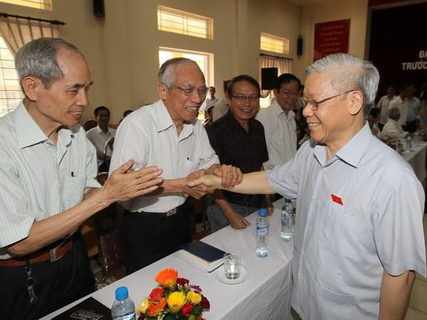 Tong Bi thu Nguyen Phu Trong tiep xuc cu tri o Ha Noi hinh anh 1