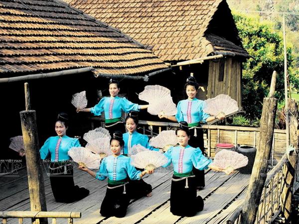 [Photo] Dam me voi nhung vu dieu cua nui rung Tay Bac hinh anh 12