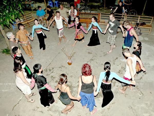 [Photo] Dam me voi nhung vu dieu cua nui rung Tay Bac hinh anh 14