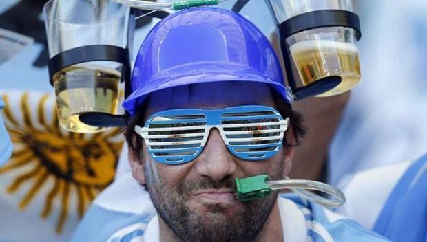 World Cup 2014 - World Cup cua bong da, bia va au da hinh anh 1