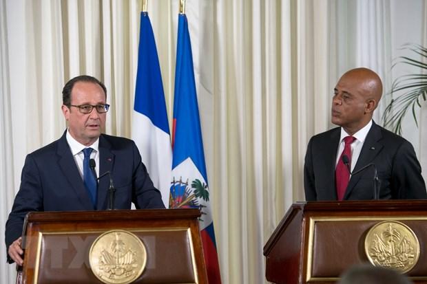 Tong thong Phap Hollande cam ket ho tro Haiti phat trien kinh te hinh anh 1