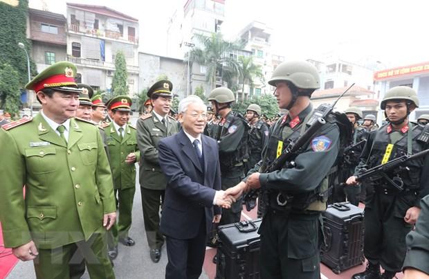 Tong Bi thu giao nhiem vu bao ve dai hoi Dang cho canh sat co dong hinh anh 1