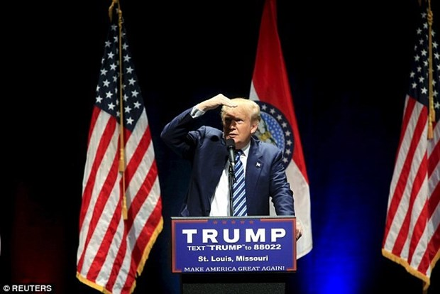 Donald Trump huy tuan hanh o Chicago vi hon loan o diem van dong hinh anh 1